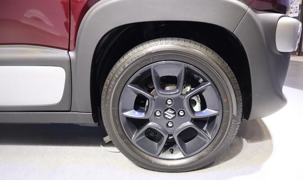 クロスビーの純正タイヤ
